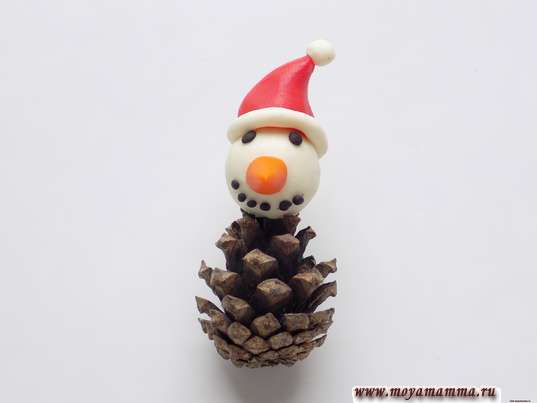 Снеговик из шишки. Закрепление головы снеговика на шишке