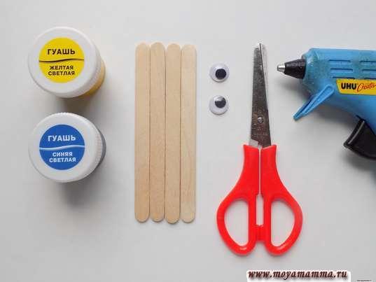 Деревянные палочки, пластмассовые глазки, краски, ножницы, термопистолет