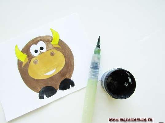 Как нарисовать быка. Черная гуашь для копыт и зрачков глаз