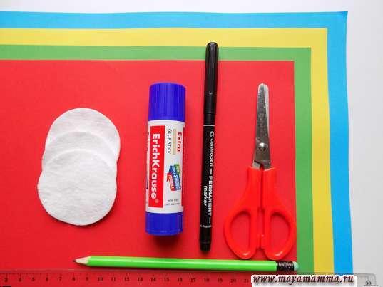 Цветная бумага, ватные диски, клей, маркер, ножницы