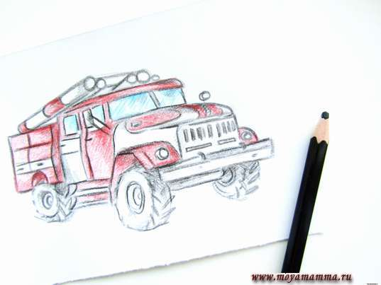 Контур пожарной машины черным карандашом