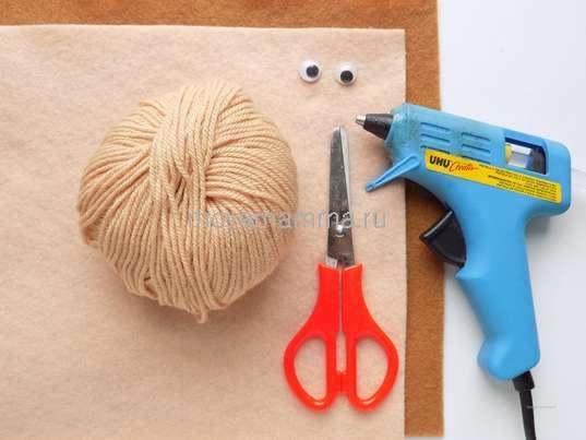 Пряжа, фетр, ножницы, глазки, клеевой пистолет