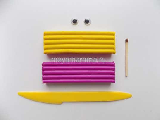 Пластилин фиолетового и желтого цвета