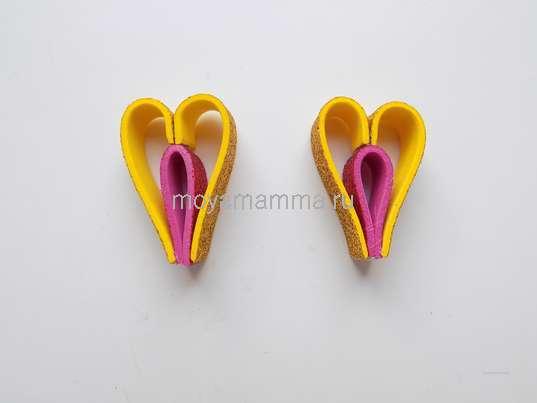 Елочная игрушка из фоамирана. 2 детали, похожие по форме на сердце