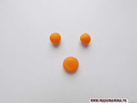 Пара маленьких шариков и кружок чуть большего размера