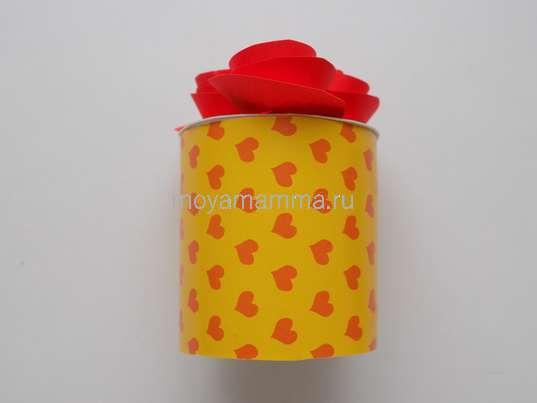 Букет цветов из цветной бумаги. Оклеивание картонной втулки