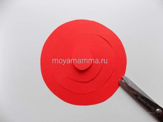 Букет цветов из цветной бумаги. Разрез по спирали на круге