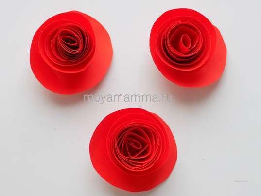 Букет цветов из цветной бумаги. Три цветочка