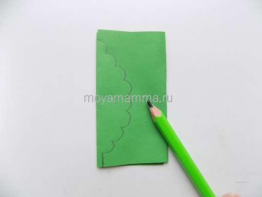 Рисование волнообразного края листочка.