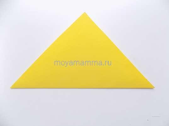 Складывание желтого квадрата по диагонали.