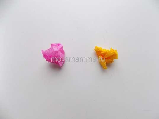 Цветные комочки из гофрированной бумаги