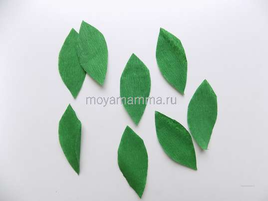 Листочки из гофрированной бумаги