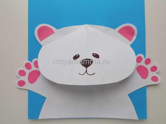 Аппликация белый мишка. Приклеивание головы мишки