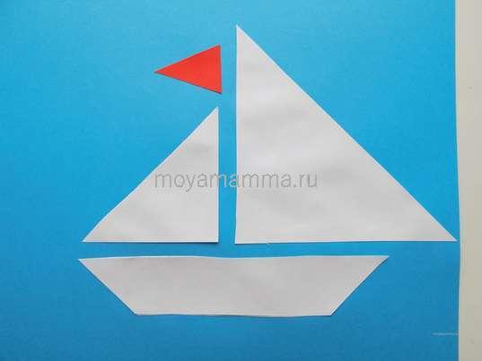 Изготовление флажка из красной бумаги