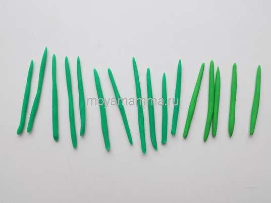Тонкие короткие жгутики из зеленого пластилина