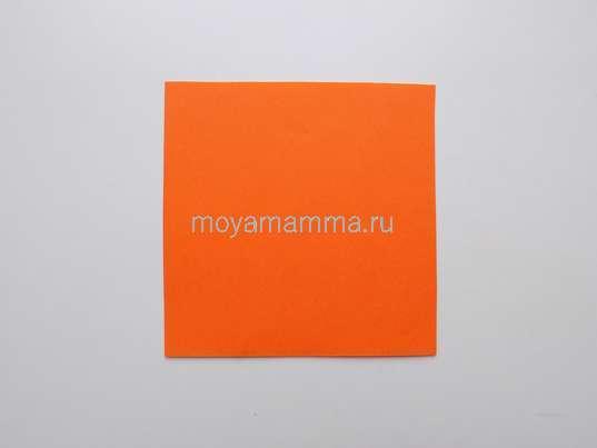 квадрат из оранжевой бумаги