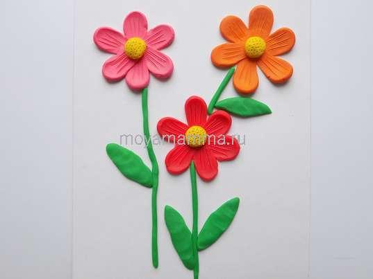 Аппликация Цветы из пластилина. Прикрепление листочков