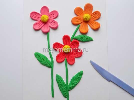Аппликация Цветы из пластилина. Оформление прожилок для листочков