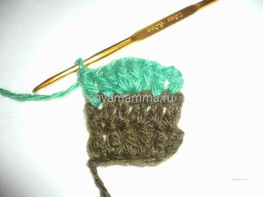 Елочка связанная крючком. Переход на вязание зеленой нитью