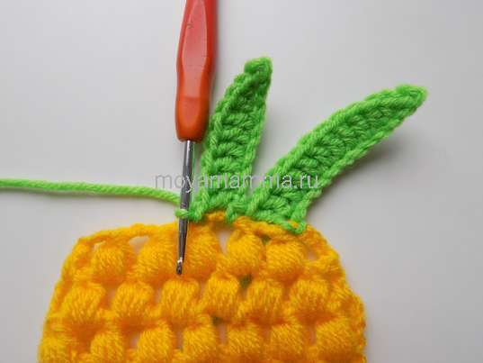 Как связать ананас крючком. Вязание второго зеленого листочка