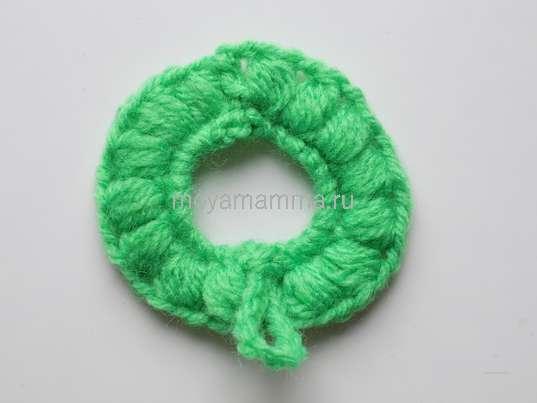 Клубника крючком. Заготовка из зеленой пряжи для ягодки