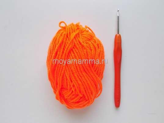 пряжа оранжевого цвета с крючком