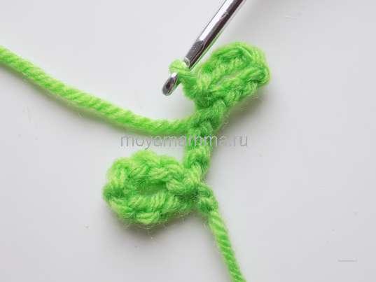 Как связать крючком тесьму. Второй зеленый листочек
