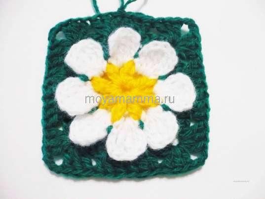 Салфетка с объемным цветком крючком. Вязание уголков.