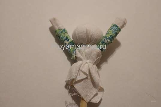 Оформление рук куклы
