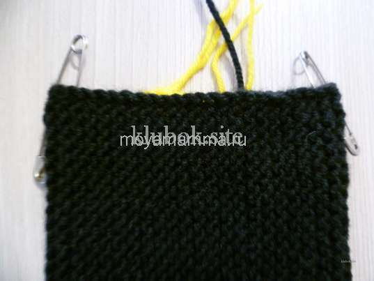 Носки со шнурками спицами. Разметка булавками для набора петель пятки