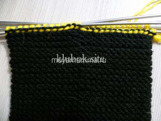 Носки со шнурками спицами. Переход на желтую пряжу