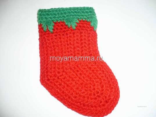 Новогодний носочек крючком. Зелёной нитью 3 круговых ряда столбиками без накидов