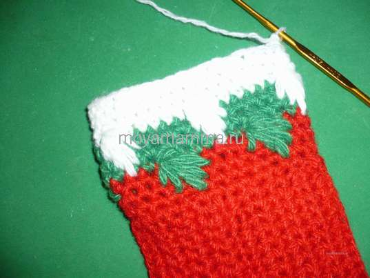 Новогодний носочек крючком. Три круговых ряда столбиками без накидов