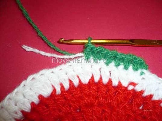 Новогодняя салфетка крючком. Меняем цвет пряжи на зелёный