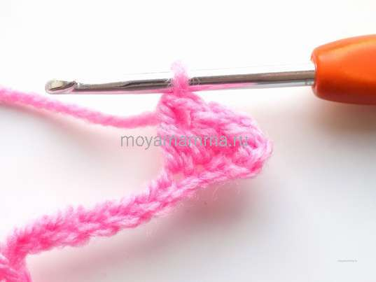 В третью петлю от крючка простой столбик, полустолбик и столб. с накидом