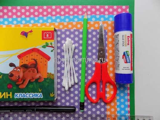 Картон, пластилин, ватные палочки, клей, ножницы