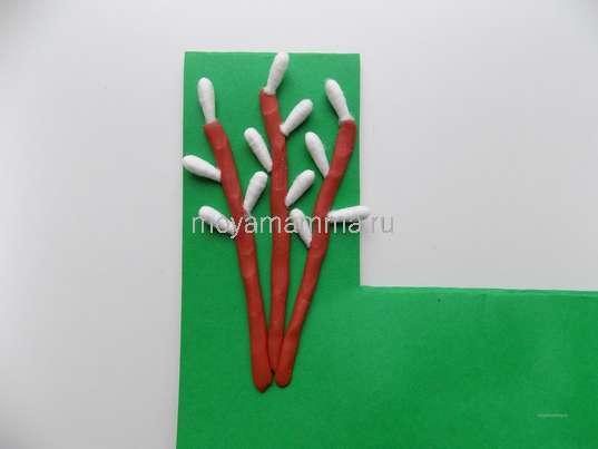 Оформление веточек вербы ватными палочками
