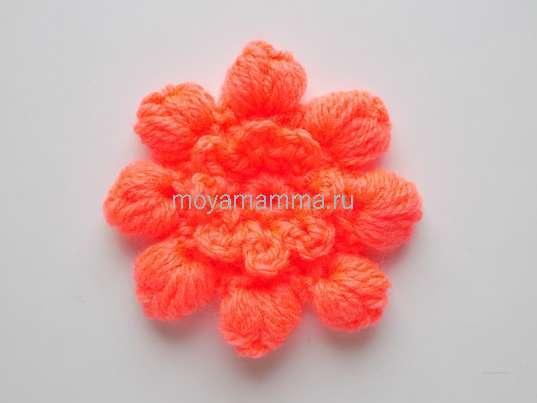 цветок с пышными столбиками крючком