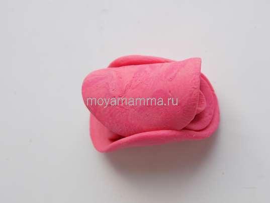 Скручивание 5 круглых заготовок розового пластилина