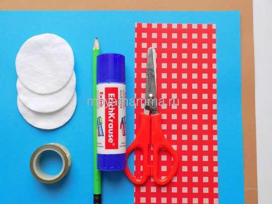 Цветная бумага, ватные диски, клей, ножницы и др. материалы