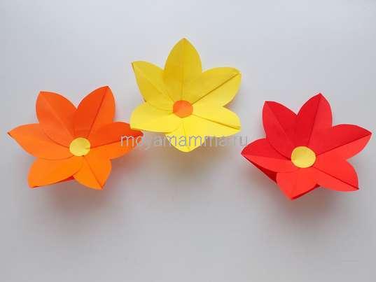 Объемная аппликация с цветами из бумаги. Объемные цветы