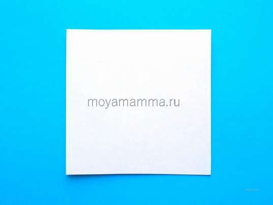 Квадратная заготовка из белой бумаги со стороной 7 см.