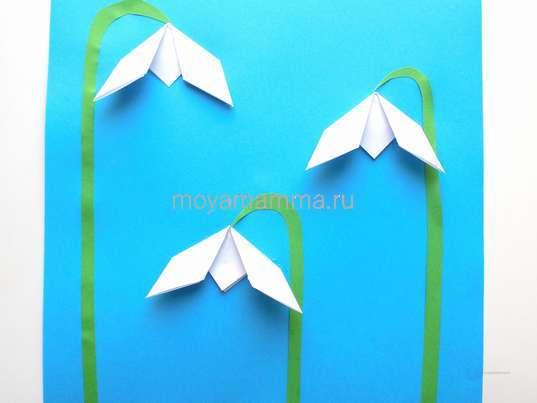 Подснежники оригами. Приклеивание стебельков