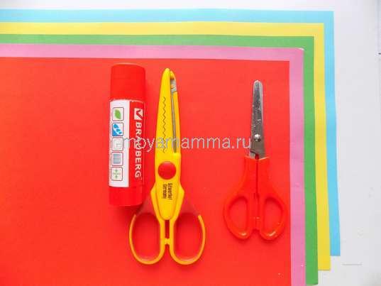 Цветочная бумага, ножницы, другие материалы