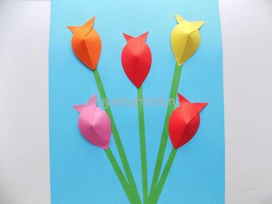 Объемная аппликация тюльпаны. Приклеивание цветочков