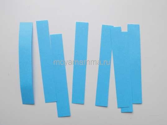 Полоски бумаги голубого цвета
