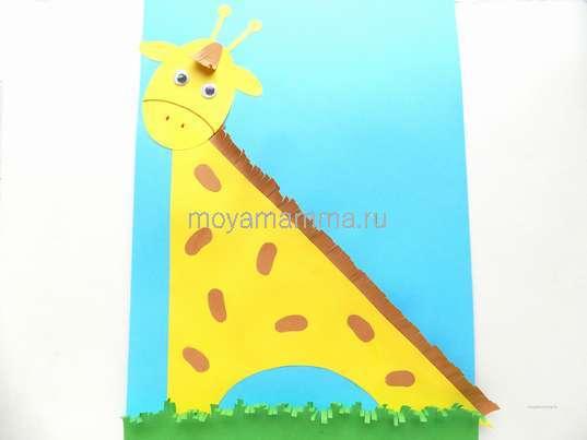 Аппликация жираф. Травка из полоски зеленой бумаги