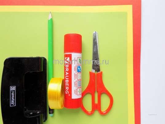 Цветная бумага, клей, ножницы и другие материалы