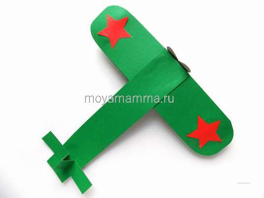 Самолет из спичечного коробка и картона