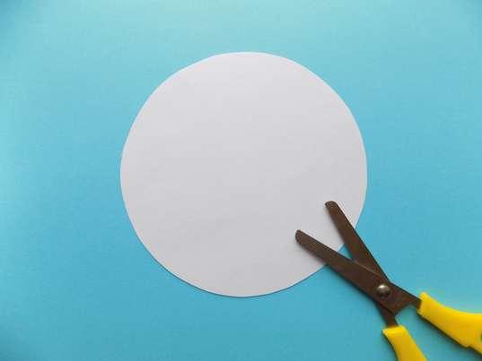 из белой бумаги круг диаметром 12 см
